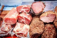各种各样的肉纤巧,烟肉,香肠,火腿 免版税库存照片
