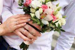 各种各样的花新娘花束  免版税图库摄影