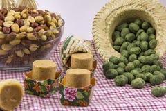 各种各样的花生甜点,典型的巴西人 传统Junina零件 免版税图库摄影