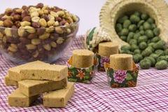 各种各样的花生甜点,典型的巴西人 传统Junina零件 免版税库存照片