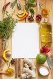 各种各样的草本和香料背景 免版税库存图片