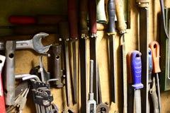 各种各样的葡萄酒用工具加工车间 免版税库存照片