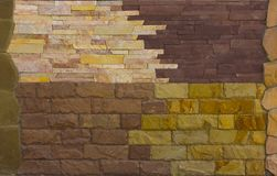 各种各样的装饰瓦片和自然石样品 免版税图库摄影