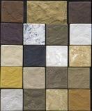 各种各样的装饰瓦片和自然石样品 库存照片