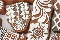 各种各样的设计被雕刻的木邮票  免版税图库摄影