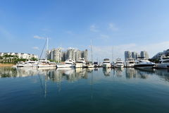 各种各样的豪华游艇线在新加坡游艇展示的2013年 免版税库存图片