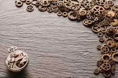 各种各样的金属钝齿轮和钟表机构 库存照片