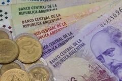 各种各样的钞票和硬币从阿根廷 图库摄影