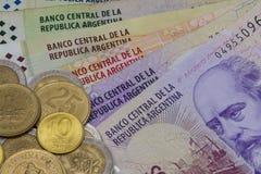 各种各样的钞票和硬币从阿根廷 免版税图库摄影