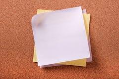 各种各样的颜色关于黄柏背景的几稠粘的岗位笔记 库存图片