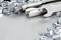 各种各样的仪器和辅助部件手工的在被抓的m 免版税库存图片