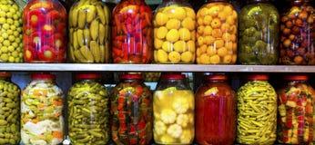 各种各样的水果和蔬菜传统土耳其腌汁  免版税库存图片