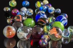 各种各样的玻璃大理石 免版税库存图片