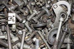 各种各样铁螺丝、螺栓、坚果,螺丝和其他 免版税图库摄影