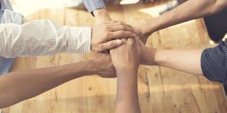 合作和配合概念的团结的手 库存照片