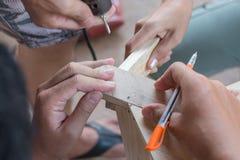合作在钻木制品与电钻 免版税库存图片