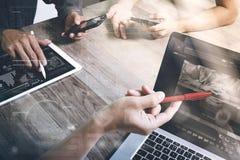 合作工作概念,出席电视电话会议的商人手  图库摄影