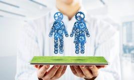 合作的概念或可能家庭与提出夫妇和联系的两个图 图库摄影