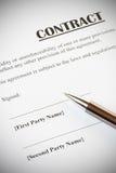 合同和笔 免版税库存图片