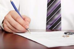 合同房子签字 免版税库存照片