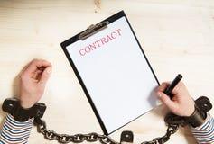 合同深度域浅签字 免版税库存图片