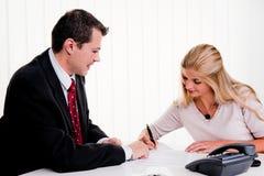 合同签署妇女 免版税库存图片