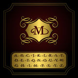 组合图案设计元素,英国信件 典雅的线艺术商标设计 金象征M 企业标志,餐馆的, Ro身分 免版税库存照片