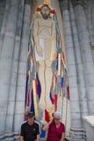结合坐在马赛克的一个巨大的耶稣雕塑前面在L 免版税库存图片