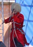 合奏imamat (太阳达吉斯坦)的独奏者舞蹈家表现与北部高加索的传统舞蹈 免版税库存图片