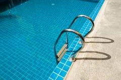 合并台阶游泳 免版税库存图片