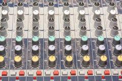 合成器 DJ控制板 音乐的管理 库存图片