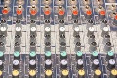 合成器 DJ控制板 音乐的管理 免版税库存照片