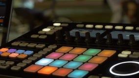 合理的音乐搅拌器控制板 录音室 音乐概念,浅景深 库存照片