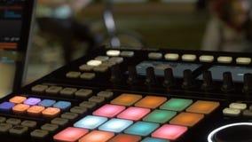 合理的音乐搅拌器控制板 录音室 音乐概念,浅景深 免版税图库摄影