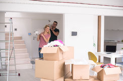 结合运载搬到新的家的地毯 免版税库存照片