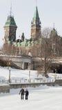 结合滑冰在冻丽都运河渥太华Winterlude 免版税库存照片