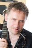 吉他吉他弹奏者人六字符串 免版税库存照片