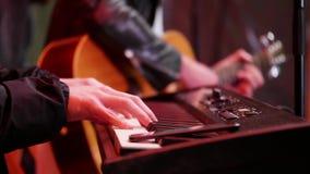 吉他和电钢琴在音乐会 影视素材
