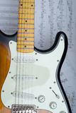 吉他和缩放比例 免版税库存图片