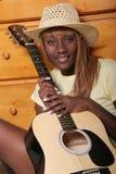 吉他她的音乐家 免版税库存照片
