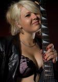 吉他妇女 免版税库存图片