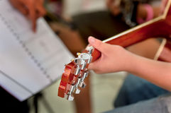 吉他师范训练 库存照片