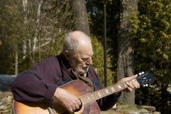 吉他弹奏者前辈 图库摄影
