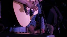 吉他弹奏者和街道鼓手 股票录像