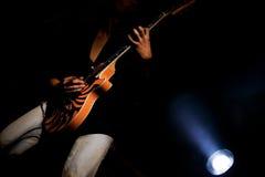 吉他弹奏者岩石 免版税图库摄影