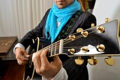 吉他弹奏者岩石 库存照片
