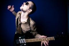 吉他弹奏者强烈的岩石 库存照片