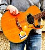 吉他弹奏者街道 免版税库存照片