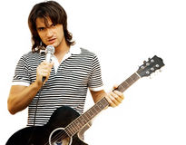 吉他弹奏者话筒 免版税库存图片