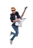 吉他弹奏者跳的妇女 免版税图库摄影